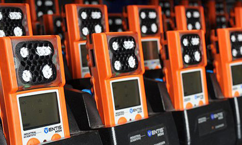 group of ventis MX4 gas monitors in a row